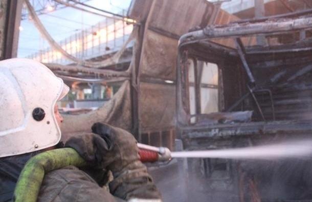 На КАДе сгорела фура (Кадры с места)