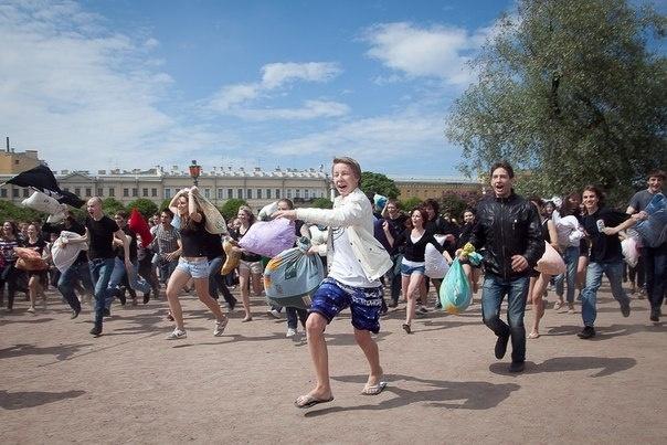 Бой подушками Петербург: Фото