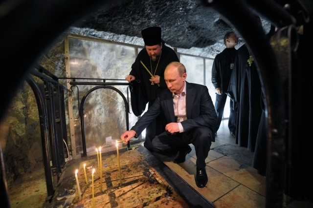 Владимир Путин в храме Гроба Господня: Фото