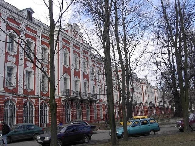 800px-VO_Universitet_12_Kollegiy_15-04-2004.jpg
