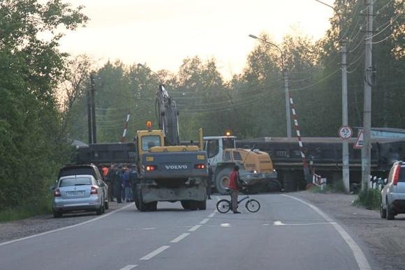 Сошли с рельсов вагоны, 7 июня 2012: Фото
