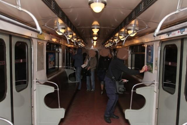 Антипутинская пропаганда в метро: Фото