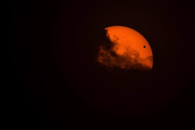 Прохождение Венеры по диску солнца – прямая трансляция еще идет: Фото