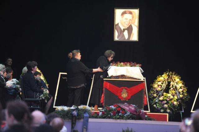 Прощание с Эдуардом Хилем: Фото