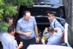 В Орле полицейские отполировали водку пивом, сели за руль и уехали (видео)