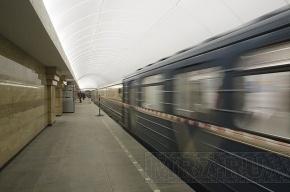 Хулиган, сбросивший женщину на рельсы в метро, может отделаться штрафом