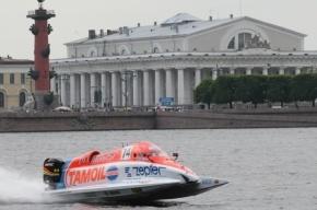 В Петербурге лихач на катере врезался в судно МЧС и сбежал
