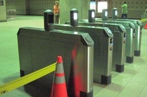 Петербуржцам пришлось прыгать через турникеты из-за технического сбоя в метро