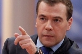 Медведеву подарили чехол для айпэда с логотипом