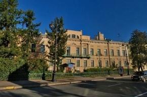 В Петербурге иномарка насмерть сбила выпускницу на пешеходном переходе