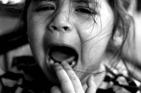 Отец до полусмерти избил дочь-дошкольницу в День России