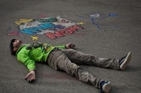 Анархистов забрали в полицию за рисование мелками на асфальте перед ЗакСом