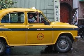 Таксисты Петербурга уничтожат надувную фигуру
