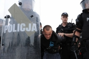 Толпы российских футбольных хулиганов едут в Польшу мстить за своих