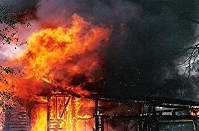 В Павловске сгорели два ангара с мебелью