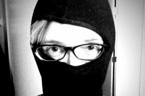 Грабители сорвали дверь в банке Петербурга буксиром