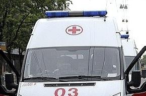 Иномарка снесла автобусную остановку на Якорной улице