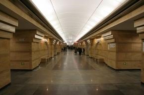 На «Спасской» петербуржец столкнул сотрудницу метро на рельсы