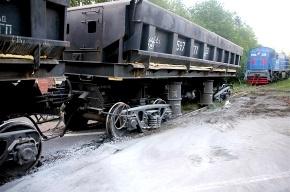 Под Петербургом сошли с рельсов вагоны со щебнем (фото)