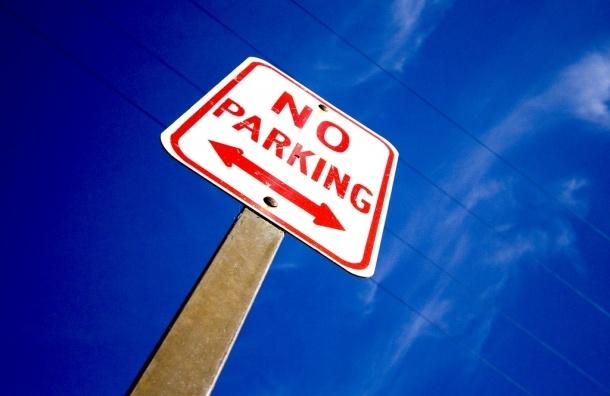 Штрафы за неправильную парковку: что происходит в Петербурге после повышения