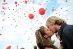 День поцелуев: Фоторепортаж