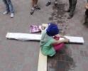 акция с распятой девушкой у Спаса-на-Крови: Фоторепортаж