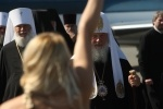 Акция FEMEN против патриарха Кирилла: Фоторепортаж