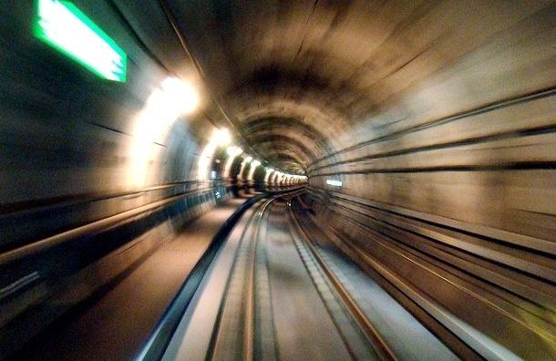 По петербургской подземке вновь проехал «взбесившийся» поезд, набитый пассажирами