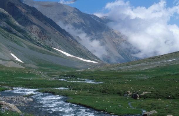 Пенсионерка из России упала с горы в Казахстане