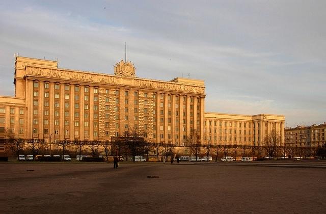800px-Московская_площадь_2005.jpg