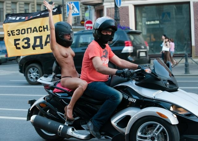 Голые мотоциклистки: Фото