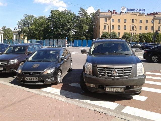Нарушение правил парковки. ФОТО: ФАР: Фото