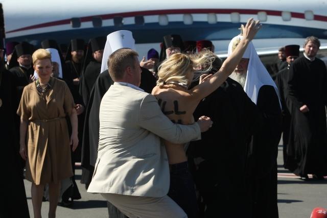Акция FEMEN против патриарха Кирилла: Фото