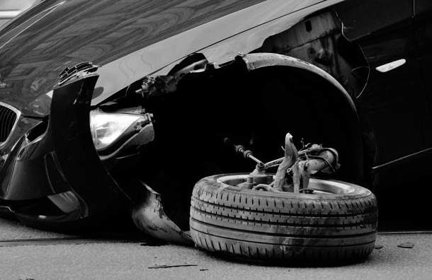 На Дунайском проспекте грабители имитировали ДТП и украли 4 миллиона рублей