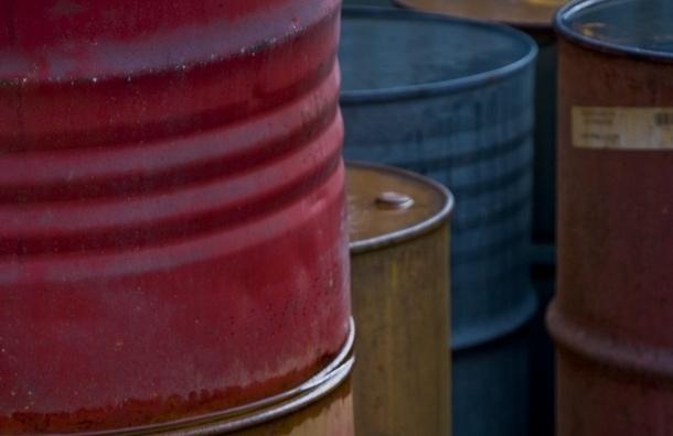 На складе в Пушкинском районе разлились бочки с маслом