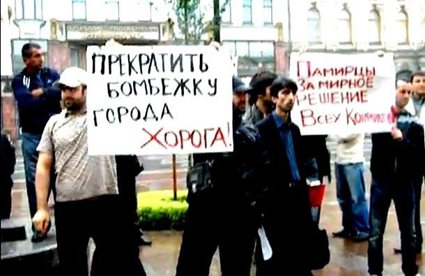 В Петербурге полиция разогнала митинг выходцев из Таджикистана (видео)