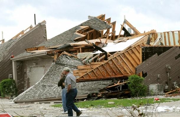 Торнадо в США вырывал деревья и срывал крыши в Нью-Йорке (видео)