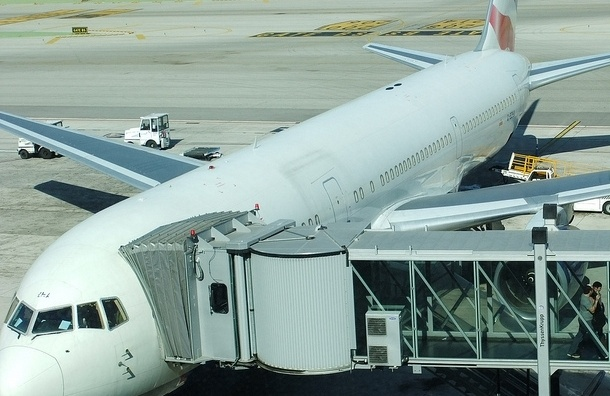 Пассажиры рейса Петербург-Франкфурт уже 12 часов сидят в Риге