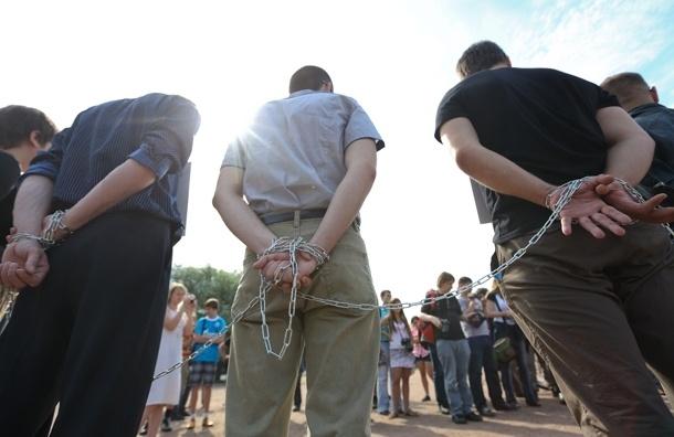 Июльская революция в Петербурге: распять себя, зашить рот, приковать (фото)