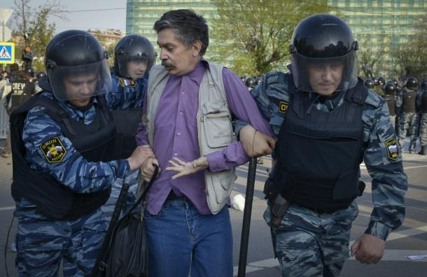 Наказаны полицейские, прятавшие нагрудные значки во время разгона митинга на Болотной