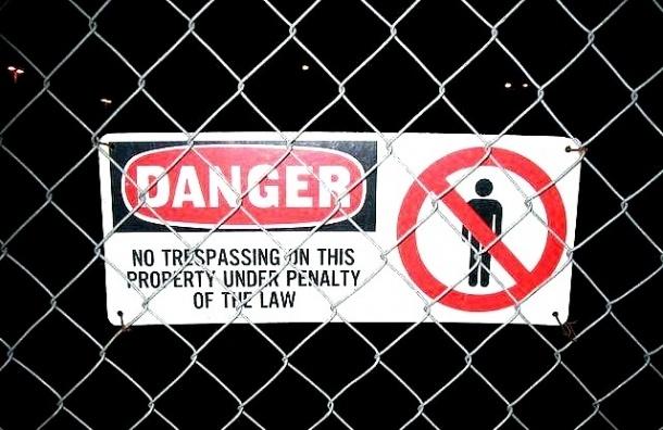 В Колпино рабочего убило станком с железными прутьями
