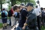 ЛГБТ-активистов вторые сутки держат в полиции за акцию у Смольного