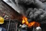 Ангар горит в Москве: столб черного дыма видит вся Москва