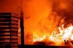 В Москве горит завод, людей эвакуируют (видео)