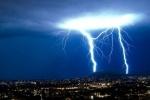 В Москве молния ударила в двоих детей