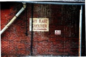 Смольный готовится к войне: бизнесу велено строить бомбоубежища