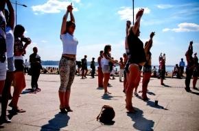 Бесплатные уроки гимнастики: все лето у Адмиралтейства и на Дворцовой