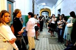 Выпускники школ в Петербурге по-прежнему рвутся в чиновники