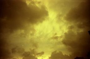 Москвичей опять напугали желтые облака
