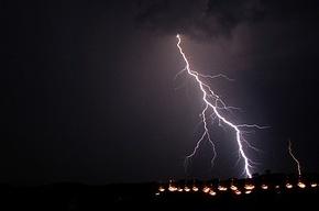 На Петербург надвигаются ливни, грозы и ураганный ветер